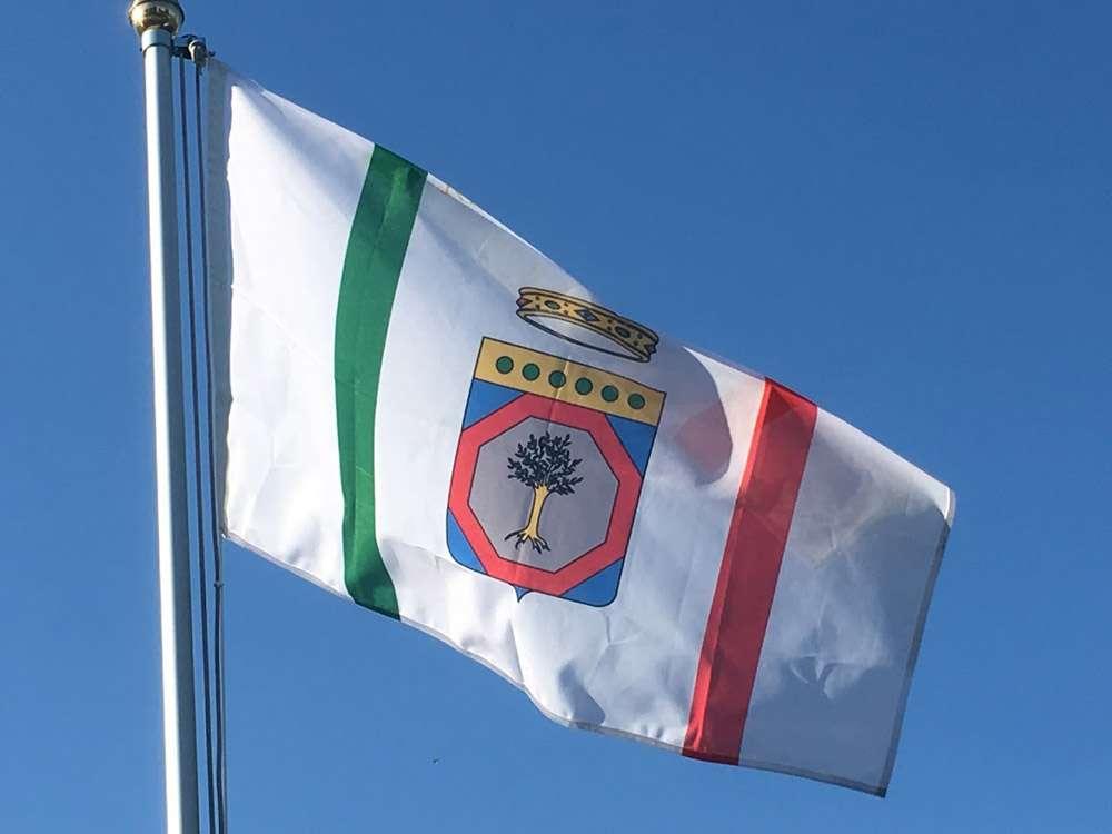 Bandiera della puglia in vendita acquista il vessillo for Tavolo esterno 70x100