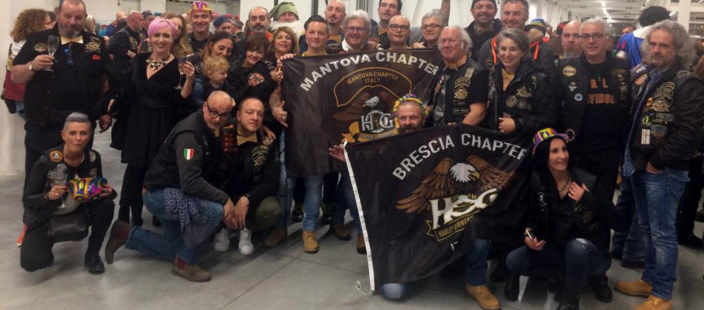 Le bandiere del gruppo Brescia Chapter e Mantova Chapter
